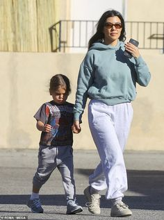 Kourtney Kardashian hid her toned and fit physique on Tuesday as she stepped out with her son, Reign, five, to grab some coffee in Los Angeles. Kris Jenner Style, Kendall And Kylie Jenner, Kardashian Jenner, Kourtney Kardashian, Reign Disick, Jenner Kids, Baby Boy Hairstyles, Teen Boy Fashion, Toddler Behavior