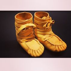 The most adorable wrap around #moccasins #handmade #oneofakind #infantclothes #mocmonday #rockyourmocs . Visit our site for more handmade mocs and mukluks www.kitigan.com