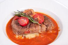Varené hovädzie mäso s paradajkovou omáčkou
