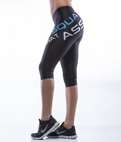 Squat That Ass 3/4 Leggings MyWay2Fitness SQUAT THAT ASS 3/4 LEGGINGS Art. no. STA-BM Squat That ass! Cocky tights with a message that attracts attention! We all love to squat so why not show it clearly? The tights shape enhances the body's beautiful curves and lines! A must have for LEG DAY lovers! The 3/4 length is a little shorter and ideal for those hot summer days.