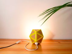 DIY Recycled Cardboard Origami Lamp via Recyclart Origami Lamp, Origami And Quilling, Cardboard Castle, Diy Cardboard, Diy Recycle, Recycling, Recycled House, Diy Lampe, Cute Origami