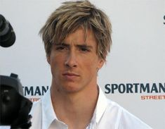 Spanish Soccer Player Fernando Torres, Plays For Chelsea Football Hairstyles, Sport Hairstyles, Spanish Soccer Players, Sports Day Outfit, At Madrid, Chelsea, Star Wars, Fernando Torres, Soccer
