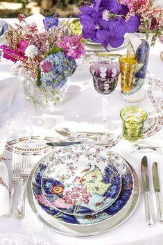 A ideia era montar uma mesa elegante e especial, aproveitando o colorido lindo da louça Folha de Tabaco, à venda sob encomenda na Matisse Casa.