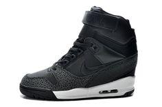 nike woman safari black sneakers