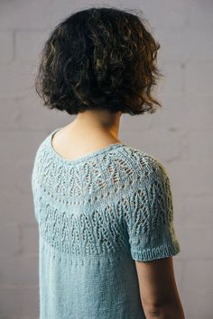 Cascadas Tee – Fairmount Fibers You are in the right place about pulli sitricken lochmuster Summer Knitting, Free Knitting, Sweater Knitting Patterns, Knit Patterns, Crochet Baby, Knit Crochet, Ravelry, Pulls, Knitting Projects