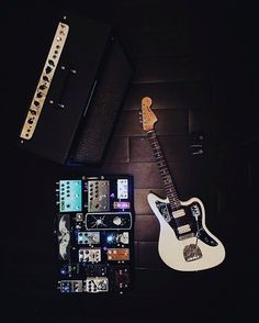 Great rig from @aaronjoncastro. Just look at how clean that board is!  #Stringjoy #Geartalk #Guitarist #GearNerds #GuitarPlayer #GearWire #KnowYourTone #GuitarGear #Guitar #CleanTone #ToneForDays | Create your custom string set today at Stringjoy.com #guitar #guitars #electric #acoustic #bassguitar