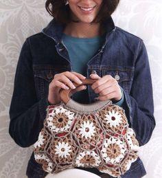 Olá!   Pra começar bem a semana,uma linda bolsa de squares em croche...adorei ....   Bjus!!