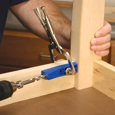 The Kreg Jig® Mini is the only Kreg Jig® that does not include a positioning fence. This fenceless design allows you to make precise angle and stock depth adjustments as needed, making the Mini the most positionable Kreg Jig® available.