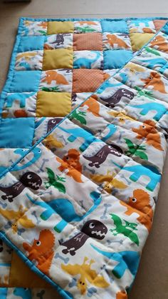 [FO] dinosaur baby blanket! Super cute fabric I'm so pleased at how I'm speeding up and becoming neater with my work. #sewing #crafts #handmade #quilting #fabric #vintage #DIY #craft #knitting