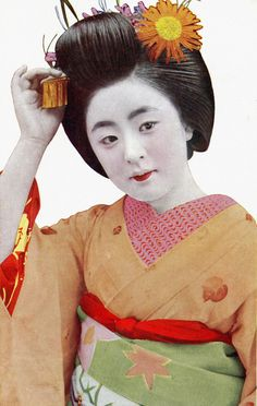 https://flic.kr/p/aFkDWA | Maiko Tomeko adjusting her Bira-kan 1930s | Maiko (Apprentice Geisha) Tomeko, wearing what looks like a Himawari (Sunflower) Kanzashi, during the late 1920s or early 1930s.