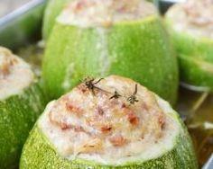 Courgettes rondes farcies aux champignons et chèvre : http://www.cuisineaz.com/recettes/courgettes-rondes-farcies-aux-champignons-et-chevre-78002.aspx