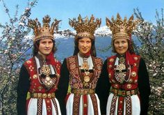Vintage photo from Hardanger, Norway, 3 ladies wearing traditional bridal costumes. Traditional Wedding Dresses, Traditional Outfits, Happy Independence, Georgia, Thinking Day, Bridal Crown, Folk Costume, People Of The World, Folklore