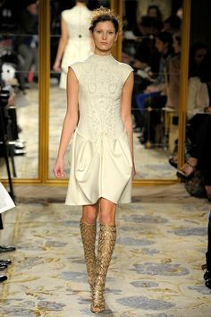 See the complete Marchesa Fall 2012 Ready-to-Wear collection.
