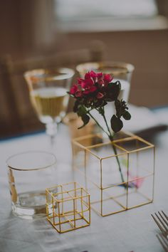 Modern centerpieces- geometric gold cubes! Ruffled – photo by http://www.chellisemichaelphotography.com – http://ruffledblog.com/modern-creative-wedding-ideas/