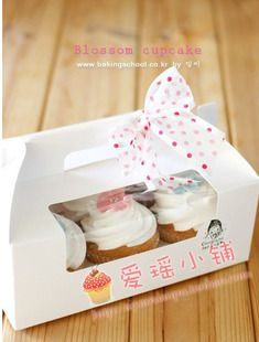 several cupcake packaging options for Z's party