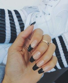 Short coffin acrylic nails black awesome black french manicure nail art for short nails in 2019 Cute Nails, Pretty Nails, Hair And Nails, My Nails, Nagel Hacks, Coffin Shape Nails, Black Coffin Nails, Manicure E Pedicure, Nagel Gel