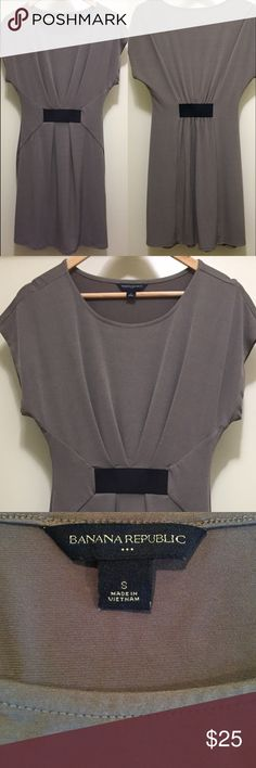 Banana Republic Like-New Dress Banana Republic, Size Small Dress hitting just above the knee. Dress gathers in the front and back for a figure flattering look! Banana Republic Dresses