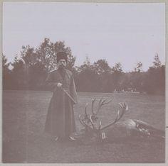 Spala 1912: O Imperador Nicolau II no uniforme cossaco, com a caçada do dia.