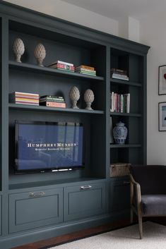 Design Studio – Sitting room – TV cabinetry – Felsted Showroom – Sisool Masai Crucial Trading rug – Humphrey Munson Kitchens Source by Built In Shelves Living Room, Living Room Wall Units, Living Room Storage, New Living Room, Studio Living, Interior Design Living Room, Living Room Designs, Design Bedroom, Front Room Decor
