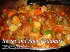 This fish ball recipe is made from flaked dalagang bukid or redbelly fusilier which is very common in our local wet market. Unlike the fish balls sold by street Fish Recipes, Meat Recipes, Cooking Recipes, Roasted Chicken, Baked Chicken, Fishball Recipe, Filipino Recipes, Filipino Food, Broccoli Pasta