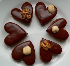 Recept mám od své tchýňky Milenky a proto ten název... ona tomuto receptu říká prostě ořechové a vykrajuje libovolné tvary.... já jsem zvolila srdíčka. Byť se snažím dodržovat přesně recept, pokaždé vzájemnou ochutnávkou zjišťuji, že každá máme jiný výsledek.... ale obě velice chutný... :-) Christmas Chocolate, Christmas Sweets, Czech Recipes, Chocolate Coffee, Mini Cakes, Yule, Christmas Cookies, Sweet Tooth, Sweet Treats