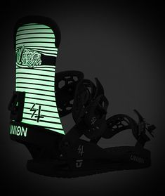 Tear up the mountain in flexible and spooky style with the Union x Lurking Class by Sketchy Tank STR Sketch black & white snowboard bindings. A graphic on the highback featuring a c Union Bindings, Snowboard Bindings, Ratchet, Snowboarding, Blinds, Confidence, Sketch, Mountain, Construction