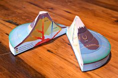 This paper craft is an idea I could use for my poster. I like how its a volcano and when you open it up it has information in. Teaching Science, Science For Kids, Earth Science, Science And Nature, Diy Volcano Projects, Science Fair Projects, Volcano Model, Montessori Activities, Stem Activities