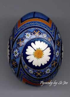 Eggs Ukrainian - Art: Daisies by Artist So Jeo Katherine LeBlond Ukrainian Easter Eggs, Ukrainian Art, Egg Crafts, Easter Crafts, Painted Gourds, Painted Rocks, Egg Shell Art, Carved Eggs, Egg Designs