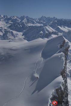 Vielleicht die schönste Skitour in Vorarlberg mit einer grandiosen Abfahrt in einer landschaftlich kaum zu übertreffenden Bergwelt. Der Nordhang der Drei Türme mit einer Höhendifferenz von 1100 Höhenmeter bis zur Lindauer Hütte ist mit Sicherheit der Klassiker in Vorarlberg. Portal, Mountains, Nature, Travel, Safety, Alps, Naturaleza, Voyage, Trips