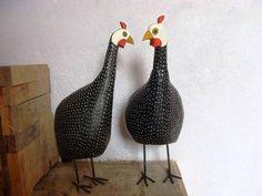 Galinha d'angola feita de madeira, tamanho aproximado 20 cm. Lindo objeto de decoração. Pode ser utilizado para decorar cozinha, copa, jardim, restaurante... R$ 20,00