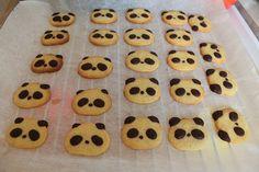 Panda cookies = Too cute! Bear Cookies, Cute Cookies, Macarons, Bolo Panda, Panda Craft, Panda Birthday, Panda Party, Little Chef, Cookie Favors