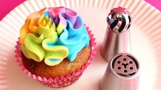Russian Ball Piping Tips - Product demonstration & tutorial - Assorted techniques. In this video, I demonstrate how I like to use the new Russian Ball Piping Tips. NEW CAKE VIDEO USING THESE TIPS: . My buttercream recipe: . Past Russian Tip video Russian Decorating Tips, Cupcake Decorating Tips, Cake Decorating Techniques, Cookie Decorating, Icing Tips, Frosting Tips, Buttercream Designs, Buttercream Recipe, Buttercream Flowers