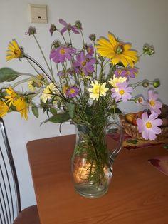 Ikebana, Glass Vase, Home Decor, Decoration Home, Room Decor, Home Interior Design, Flower Arrangements, Home Decoration, Interior Design