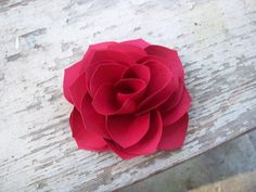 Get inspired by amazing projects on Craftsy! - Page 43 Paper Ribbon, Red Paper, Valentine Day Crafts, Valentines, Paper Crafts, Diy Crafts, Flower Making, Craft Projects, Craft Ideas