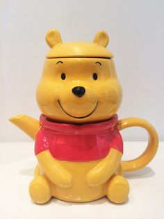Winnie the Pooh tea for one. Winnie The Pooh Friends, Disney Winnie The Pooh, Baby Disney, Pooh Bear, Tigger, Cartoon Books, Disney Kitchen, Mad Hatter Tea, White Coffee Mugs