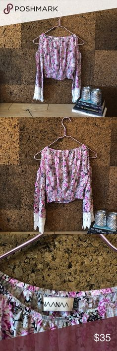 NAANAA FLORAL Beautiful like new condition floral crop top. Size XS LF Tops Crop Tops