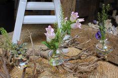 Glass vases on clip! #vaas#glassvases#flowervase#flower#flora#florist#flowershops#bloemen#blumen#tuincentrum#groothandel#wooninspiratie#deco#homedecor#newcollection#springdecorations#spring2020#othmardecorations#ootmarsum