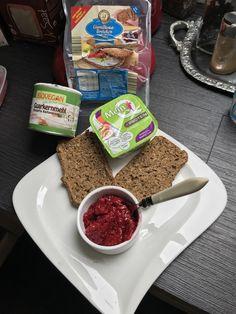Süßes Low-Carb-Frühstück Cereal, Law, Breakfast, Food, Different Fruits, Morning Coffee, Essen, Meals, Yemek