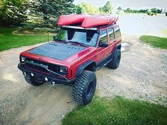 Seeing kayaks on a Jeep roof is making us yearn for summer! Thanks for the : @_red_jeep_ - https://jcr.us/1Xn1wug