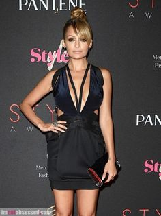 style star Nicole Richie rocked the red carpet at the Style Awards in NYC. Celebrity Outfits, Celebrity Style, Celebrity News, Dressed To The Nines, Nicole Richie, Celebrity Red Carpet, Celebs, Celebrities, Star Fashion