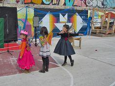 De Safari Urbano por La Latina. El Campo de la Cebada. Hadas bailando y al fondo, E1000ink y AK Dwg