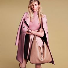 Gucci: la campagna autunno/inverno 2014-15 Soft pink and nude color matching. Light color hair blends in the total coordinates. Can feel the smooth touch of the coat even from the photo!