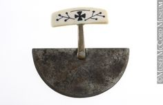 Ulu: The Inuit woman's knife, the ulu, is made up of a handle and blade, both transverse. The handle can consist of one to three pieces. The one-piece grip is the simplest, where the blade is set directly into the handle, a form often found in the Western Arctic. A two-piece handle has a stem, called a tang, between the grip and the blade. The three-piece has an intermediate part between tang and blade. The blade can be shallow to deep and of different widths.