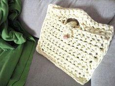 Bolsa para el ordenador portátil de trapillo a crochet XL T Shirt Yarn, Straw Bag, Diy Crafts, Knitting, Shirts, Accessories, Crocheted Bags, Ideas Para, Purse
