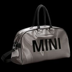 MINI Duffle Bag, Silber: Im Retro-Look mit MINI Schriftzug auf beiden Seiten. Innenfutter in Rot, mit Reißverschlussfach, abnehmbarer Schulterriemen, in diversen Farben, 59 cm x 17 cm x 33 cm