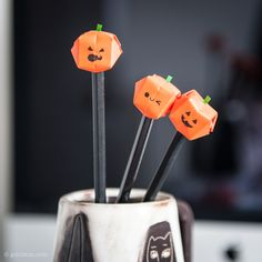 Using the inflatable origami water balloon to make this cute Jack O'Lantern paper pencil toppers with your kids to celebrate Halloween. They are quick and fun to make. Cute Halloween, Holidays Halloween, Halloween 2017, Pencil Crafts, Pumpkin Carving Templates, Origami Paper Art, Halloween Activities For Kids, Pencil Toppers, Fun Diy Crafts