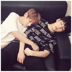This is too cute!!! :) V & Jungkook