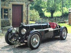La classe non è acqua. g. Aston Martin 1920.