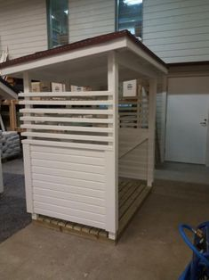 Roskakatos/ Arto pienrakennukset Garden Sheds, Firewood, Garage Doors, Loft, Home Appliances, Outdoors, Outdoor Decor, Furniture, Design