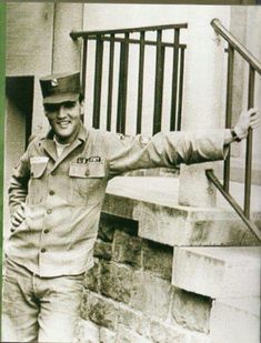 Specialist Class (= Elvis Presley photographed beside the stairs to his rented house at Goethestraße 14 in Bad Nauheim, Germany in the second half of Elvis was promoted to this rank on June Elvis Presley Army, Elvis Presley Songs, Elvis Presley Priscilla, Elvis Presley Photos, Lisa Marie Presley, Beautiful Voice, Beautiful Men, King Creole, Army Day
